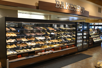 Trays, Cases, and Racks: Are Bakery Displays Right for You?